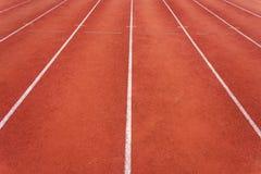 Rinnande löparbana och vit linje Royaltyfri Fotografi