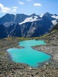 Rinnen sjö i de Stubai fjällängarna Arkivfoto