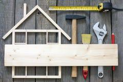 Rinnovamento di legno della costruzione della casa Fotografia Stock Libera da Diritti