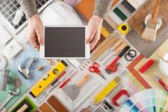 Rinnovamento domestico e DIY app sul dispositivo mobile fotografia stock