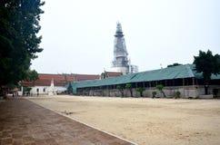 Rinnovi Chedi di Wat Phra Mahathat Woramahawihan Fotografie Stock Libere da Diritti