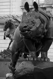 Rinoceronte davanti al museo di Orsay a Parigi fotografie stock libere da diritti