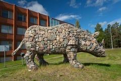 Rinoceronte de piedra del monumento en Kemijärvi Imagen de archivo libre de regalías
