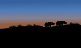 Rinoceronte en silueta del paisaje de los campos ilustración del vector