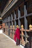 Rinpung的Dzong, Paro,不丹和尚 免版税库存图片