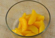 Rinsed законсервировало персики стоковое изображение rf