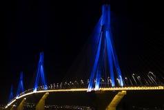 Rio-Antirio Brücke nachts. Lizenzfreie Stockfotos