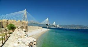 Rio-antirio Kabelbrücke im patra Griechenland stockbild