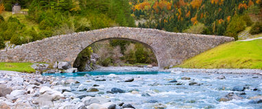 Rio Ara river and bridge San Nicolas de Bujaruelo in Ordesa Stock Photography