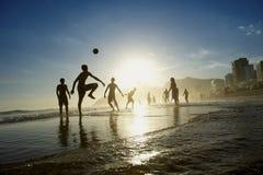 Rio Beach Football Active Silhouettes che gioca Altinho Immagini Stock Libere da Diritti