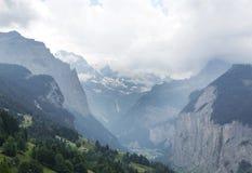Rio bonito george nos cumes, Suíça de Weisse Lutschine Fotos de Stock