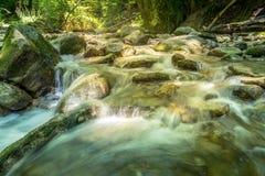 Rio bonito Mebre e rochas grandes 1 Fotografia de Stock Royalty Free