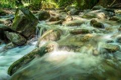 Rio bonito Mebre e rochas grandes 2 Fotografia de Stock