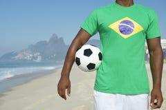 Rio brasileiro de Ipanema do jogador de futebol do futebol imagem de stock royalty free