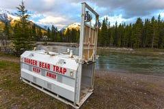 Rio Canmore Canadá Rocky Mountains Banff National Park da curva da armadilha do urso Imagem de Stock