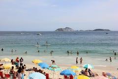 Rio Carnival ha ammucchiato le spiagge ed i giorni soleggiati Fotografia Stock Libera da Diritti