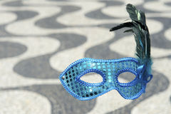 Rio Carnival Mask Copacabana Sidewalk imagem de stock