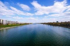 Rio com céu azul Imagem de Stock