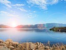 Rio com céu azul Foto de Stock