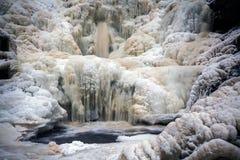 Rio congelado Homla, cachoeira Dolanfossen Tempo de inverno norueguês imagens de stock royalty free