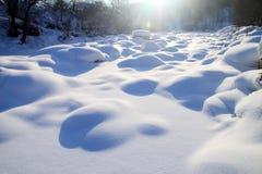 Rio congelado no inverno Foto de Stock