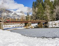 Rio congelado no parque nacional de Yosemite imagem de stock royalty free
