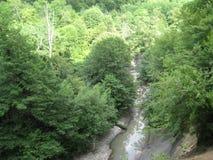 Rio da montanha com cachoeiras Fotografia de Stock Royalty Free