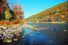 Rio da montanha do outono Foto de Stock Royalty Free