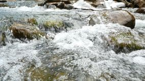Rio da montanha da mola filme