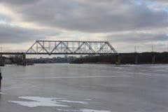 Rio da ponte da estrada de trilho imagens de stock royalty free