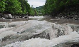 Rio das montanhas Imagens de Stock