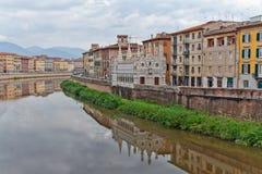Rio de Arno da igreja de Spinna do della de Santa Maria em Pisa Foto de Stock