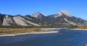 Rio de Athabasca nas montanhas rochosas 4K filme