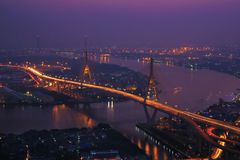 Rio de Choapraya da ponte de Tailândia imagens de stock