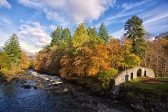 Rio de Dochart em Killin, Escócia Foto de Stock