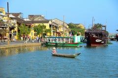 Rio de Hoai na cidade antiga de Hoian em Hoian, Vietname Foto de Stock