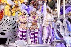RIO DE JANEIRO - 11 DE FEVEREIRO: Desempenho dos povos no carnaval Fotos de Stock Royalty Free