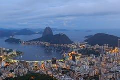 Rio de Janeiro-Ansicht von Sugarloaf nach Sonnenuntergang, Brasilien lizenzfreie stockbilder