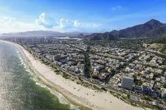 Rio de janeiro, Barra da Tijuca com opinião aérea da luz do sol imagem de stock royalty free
