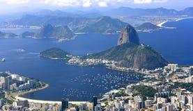 RIO DE JANEIRO, BRASIL - 6 DE ABRIL DE 2011: Vista panorâmica de Rio de janeiro City do monte de Corcovado Fotos de Stock Royalty Free