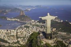 Rio de Janeiro Brasilien: Flyg- sikt av Kristus och den Botafogo fjärden Arkivfoton
