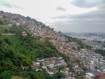 Rio de Janeiro Brasilien - September 2012 - flyg- sikt av en Favela royaltyfri foto