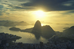 Rio de Janeiro Brazil Golden Sunrise Sugarloaf berg Fotografering för Bildbyråer
