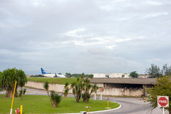Rio de Janeiro, BRAZILIË - APRIL 11, 2013: Galeão Internationale luchthaven met Vliegtuig Royalty-vrije Stock Fotografie