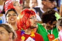 RIO DE JANEIRO - 11 DE FEVEREIRO: Espectador no partici do relógio do traje Fotografia de Stock Royalty Free