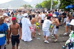 RIO DE JANEIRO - 11 DE FEVEREIRO: Jovens que têm o divertimento no fre Imagem de Stock Royalty Free