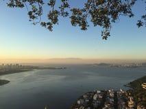 Rio de Janeiro en la puesta del sol Imagenes de archivo