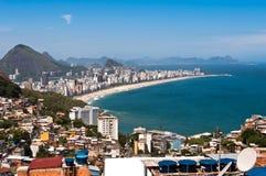 Rio De Janeiro Favela i Ipanema plaży widok Fotografia Stock