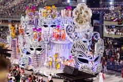 RIO DE JANEIRO - 11. FEBRUAR: Stellen Sie mit Dekorationen auf Karneval dar Stockfoto