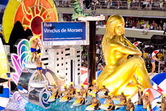 RIO DE JANEIRO - FEBRUARY 10: Show with decorations on carnival Royalty Free Stock Image